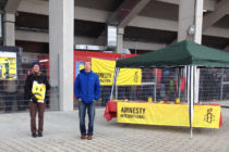 Amnesty-Ingolstadt vor dem Audi-Sportpark