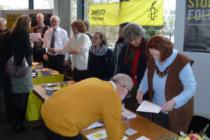 Die Infostände der Amnesty-Gruppen aus Pfaffenhofen und Eichstätt.